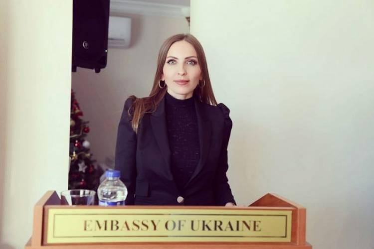 Посол Андрій Сибіга вручив подяку Людмилі Шимко
