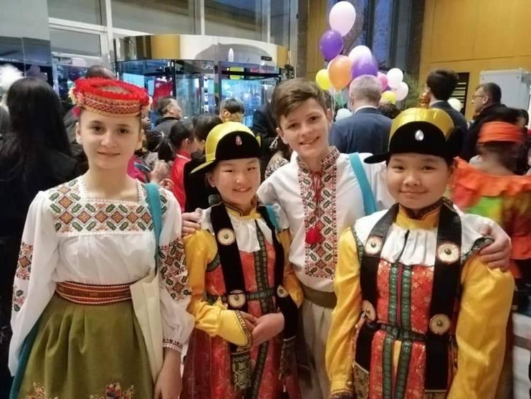 Дітяча дипломатія в дії! Діти різних країн на Телерадіокомпанії Туреччини