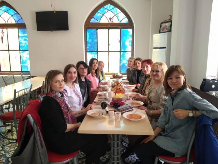 Шевченківські гостини: майстер клас із приготування українського борщу в Самсуні
